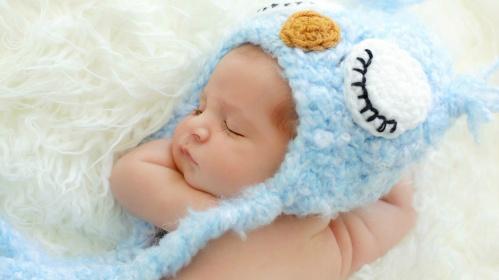 baby_sleeping_hat_blue-1600x900